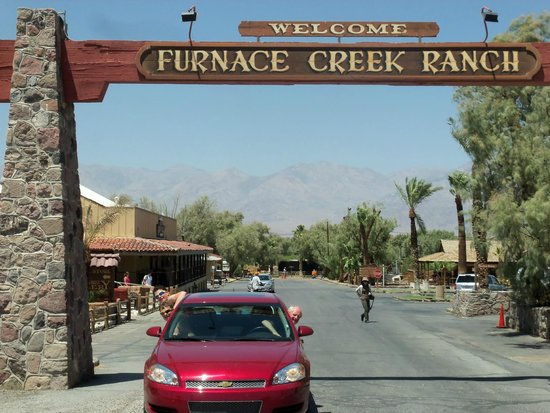 Furnace Creek Inn and Ranch Resort: The original entrance as in the black & white photos of decades past.