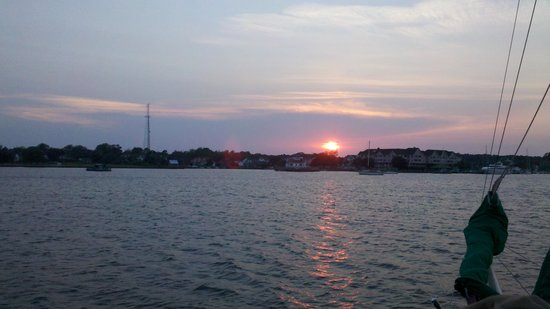 The Downeast Rover Sailing Cruises : Sunset over the Manteo waterfront.