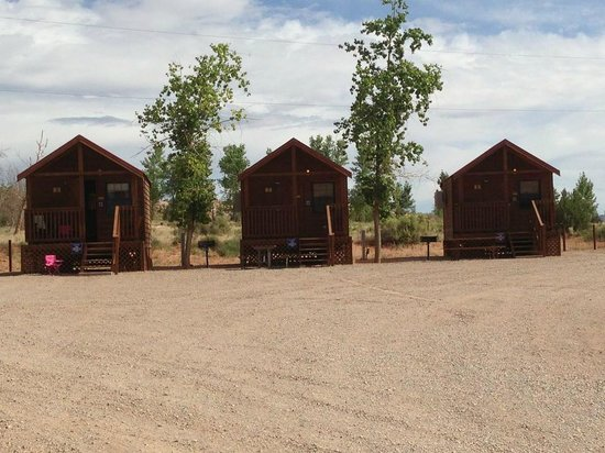 Archview RV Resort & Campground : double cabins