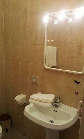 Due Gemelli: Bathroom