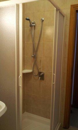 Due Gemelli: Shower