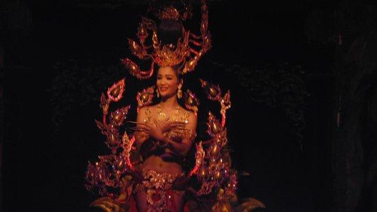 Alcazar Cabaret : Thai Cultural Performance