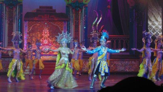 Alcazar Cabaret : Aaja Nachle (Indian) performance