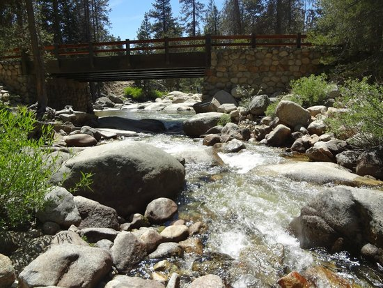 Lodgepole Campground: Bridge that leads to other side of campground