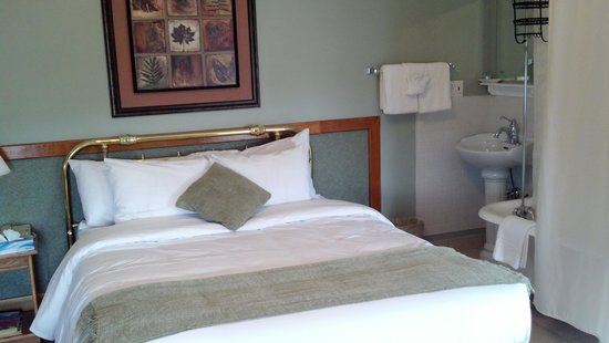 The Royal Hotel: fairly comfy bed
