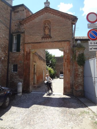 Le Mura di Ferrara: Exploring Ferrara on bike