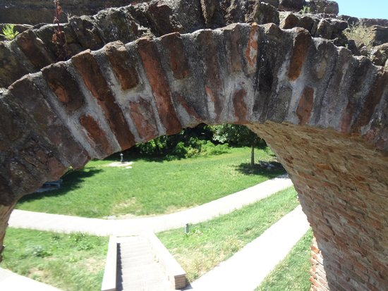 Le Mura di Ferrara: Ancient arch - biked right by it