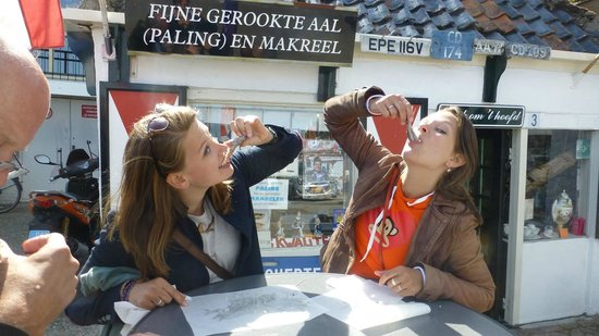 Scooter Experience: Eating Herring in Volendam