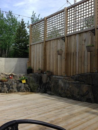Community patio area to be shared by guests of Nature's Inn Kenora  |  1505 Erie Street, Keewati