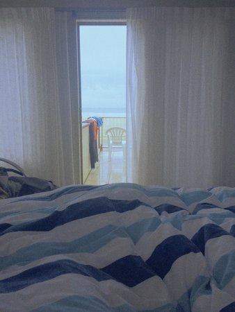 Ahipara Beachfront Accommodation : View from our bed in the morning
