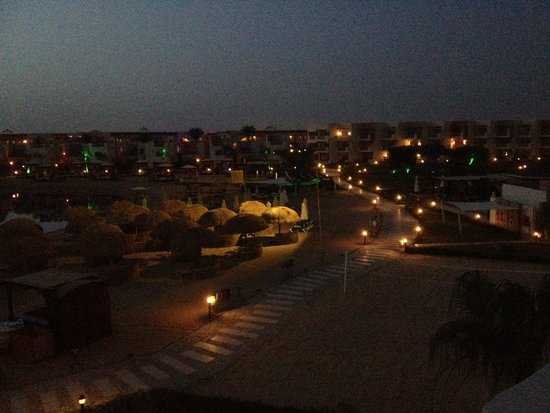 vue de nuit picture of sunrise grand select crystal bay resort hurghada tripadvisor. Black Bedroom Furniture Sets. Home Design Ideas