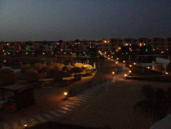 SUNRISE Grand Select Crystal Bay Resort: Vue de nuit