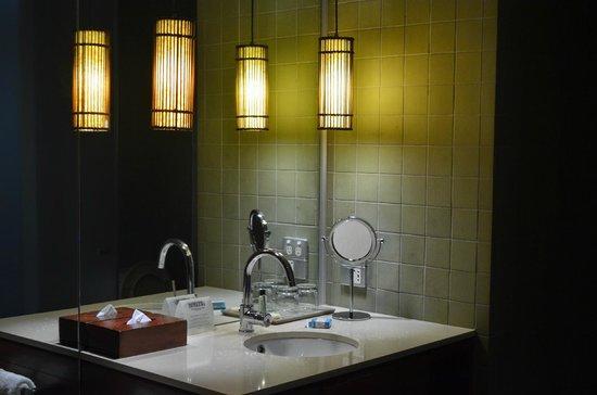 Hilton Fiji Beach Resort & Spa: Our bathroom