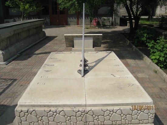 Ancient Observatory (Guguanxiangtai): Солнечные часы