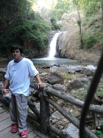 Chae Son National Park: อันนี้น้ำตกแจ้ซ้อนครับ เดินขึ้นไปอีกหน่อย