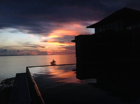 Sri Panwa Phuket Luxury Pool Villa Hotel: sunrise at sri panwa