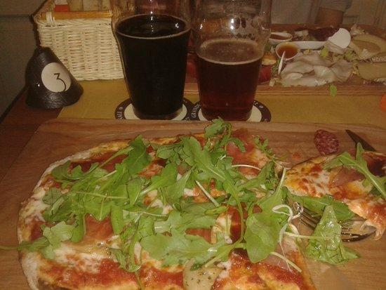 Birrificio Cortonese: La pizza e parte delle birre