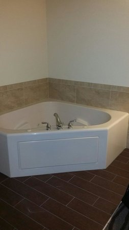 Jacuzzi Tub Master Bedroom Picture Of Bluegreen Fountains