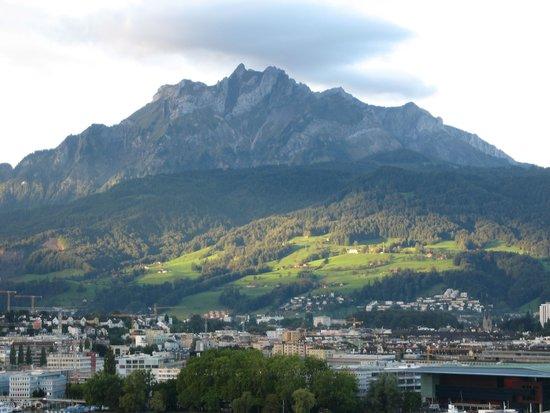 Art Deco Hotel Montana Luzern : Pilatus, der Hausberg von Luzern