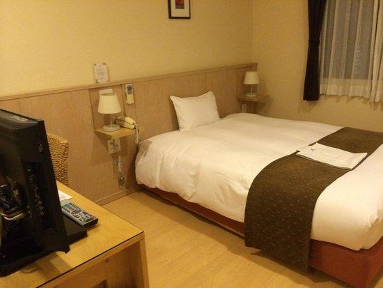 Arietta Hotel Osaka: 部屋。何故か殺風景。