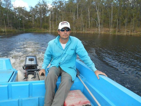 Lake Monduran Holiday Park : hire boat fishing