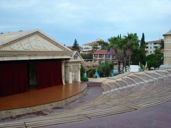 Horus Paradise Luxury Resort: Сцена.