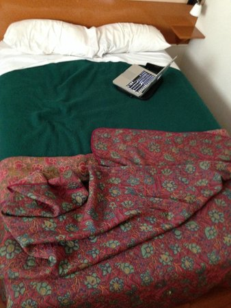 Eric Hotel : Le lit