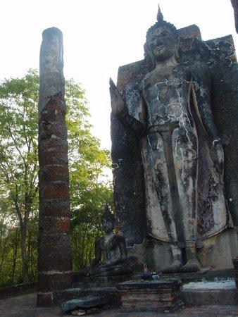 Wat Saphan Hin : 太陽を背にして中心部に視線が注がれています