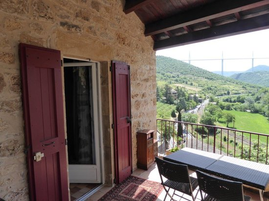 La Terrasse de Peyre: Bedroom door of 'La Vallée' opens straight onto the lower terrace