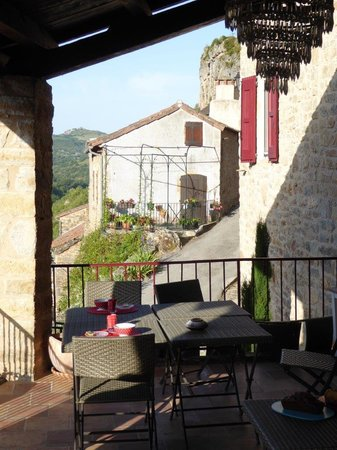 La Terrasse de Peyre: The lower terrace, where breakfast was also served