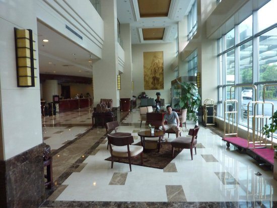 Shanghai Southern Airlines Pearl Hotel: The lobby