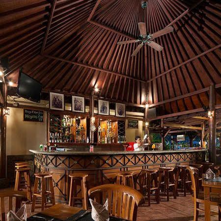 White Rose Kuta Resort, Villas & Spa: Bunut Cafe & Bar