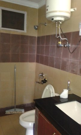 Veer Garh Village Resort : ground floor bathroom