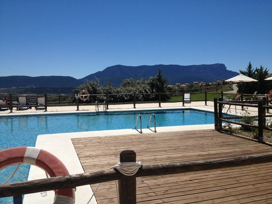 Hotel Real Golf & Spa Badaguás Jaca : Pool & view
