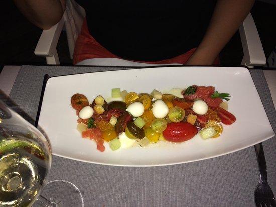 Mylos Bar Restaurant: Tomato salad, gusts cheese