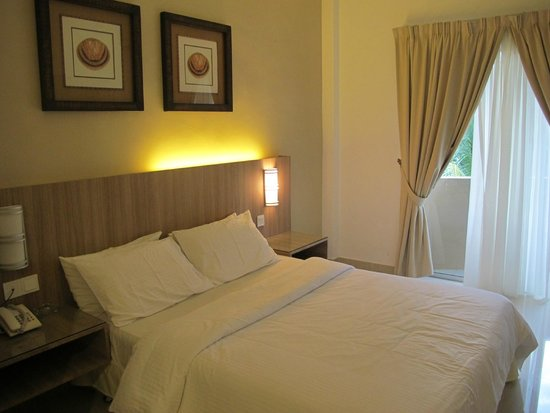 Rompin Beach Resort: Clean room