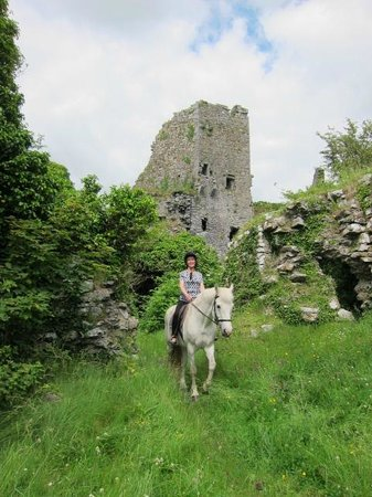 Clarina Equestrian Centre: Trek to castle