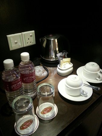 The Guest Hotel & Spa: Kettle and drinks