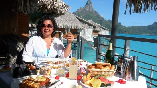 InterContinental Bora Bora Resort & Thalasso Spa: Champagne breakfast, anyone?