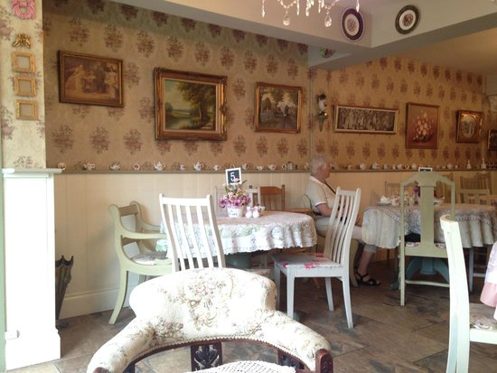 Vintage Tea Room: Welcoming Interior