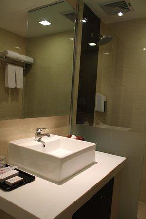Sama-Sama Express KL International Airport: bathroom