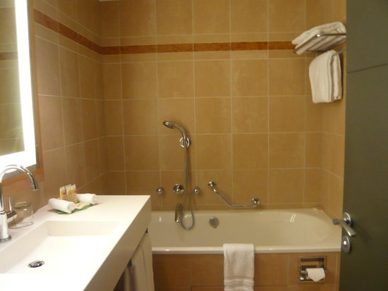 Pullman Paris La Defense: Separate tub
