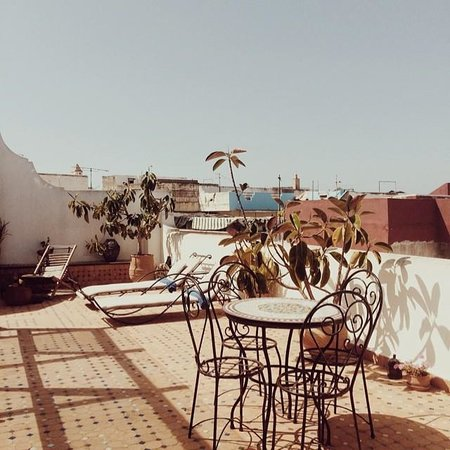 Riad Dar El Kebira : roof terrace where breakfast is served.