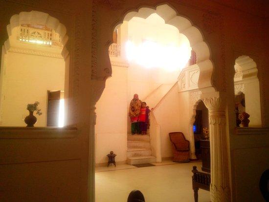Rawla Mrignayani Palace: the hall way