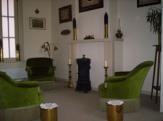 WW1 musem-B&B The Dugout : The Lounge