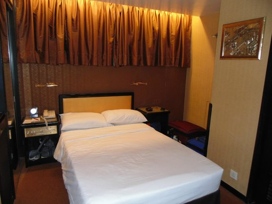 Best Western Plus Hotel Kowloon: Tiny room