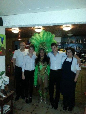 Le Patio Portugais : les propriétaires et la jolie danseuse