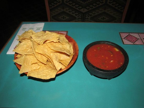 Celia's Mexican Restaurant: Chips and salsa were great