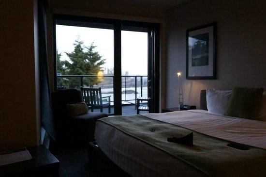 Black Rock Oceanfront Resort : Bedroom and Balcony