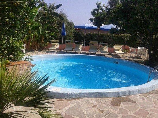 Hotel Bel Tramonto: una delle tre piscine